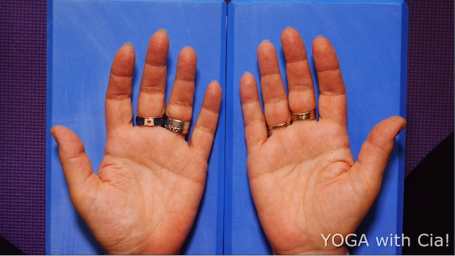 YOGA with Cia Finger Breathing